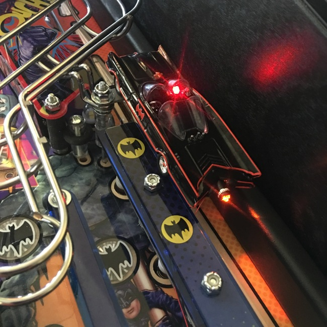batman-66-pinball-illuminated-batmobile