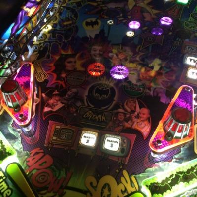 batman-66-pinball-siren-domes