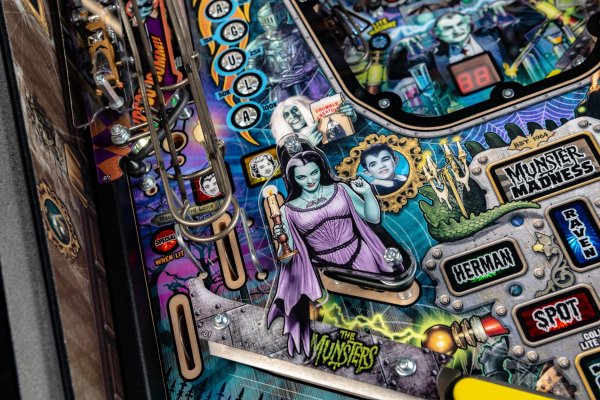 NEWS : STERN PINBALL RELEASES THE MUNSTERS PINBALL PRO